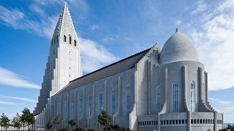 Opplev historiske Reykjavik - Reykjavik har en spennende historie. Den første offisielle islenderen var Ingólfur Arnarson, som opprinnelig var norsk. Ifølge myten kastet han søylene i båten over bord for å bosette seg…